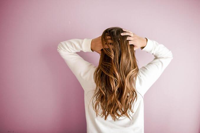El champú micelar tiene múltiples propiedades para el cabello - El Círculo de la Belleza