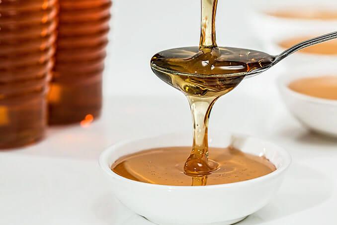 La miel mezclada con yogurt natural tiene propiedades blanqueantes para la piel - El Círculo de la Belleza